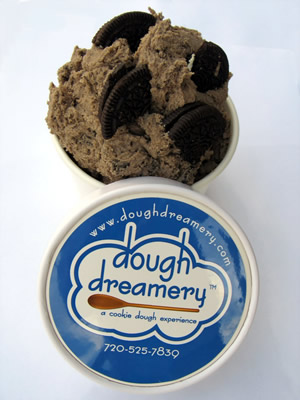 cookies-and-creme-cookie-dough-with-lid